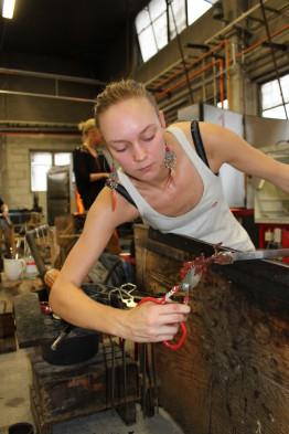 Johanna skulpterar en groda!